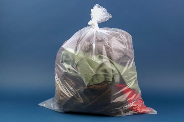 Flachbeutel aus HDPE lose im Karton transparent